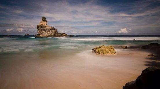 Pantai Buyutan yang berdekatan dengan Pantai Klayar
